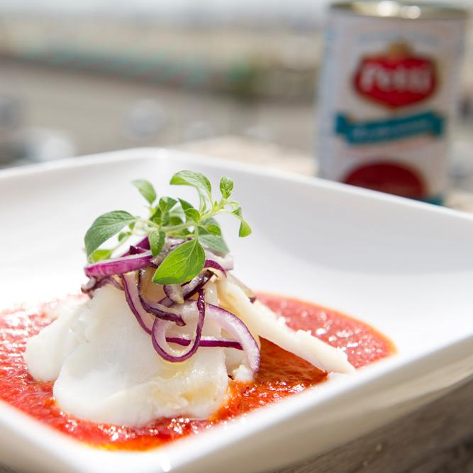 Baccalà con cipolla e pomodoro: la ricetta | Pomodoro Petti