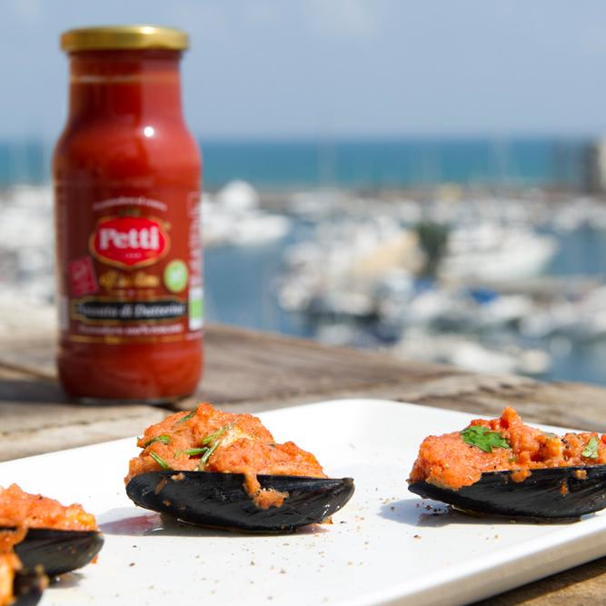 Cozze con passata di datterini e mozzarella: la ricetta | Pomodoro Petti