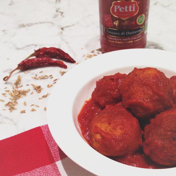 Polpette speziate al sugo piccante: la ricetta | Pomodoro Petti