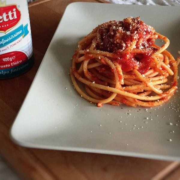 Amatriciana con guanciale croccante: la ricetta | Pomodoro Petti