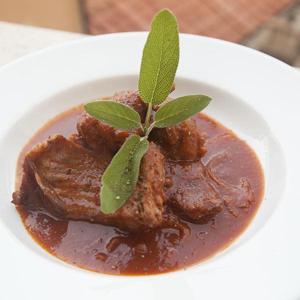 Coniglio in umido alla toscana con olive: la ricetta | Pomodoro Petti