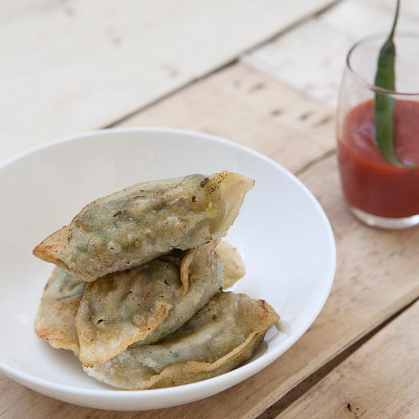 Fagottini acqua e farina con salsa spicy: la ricetta | Pomodoro Petti