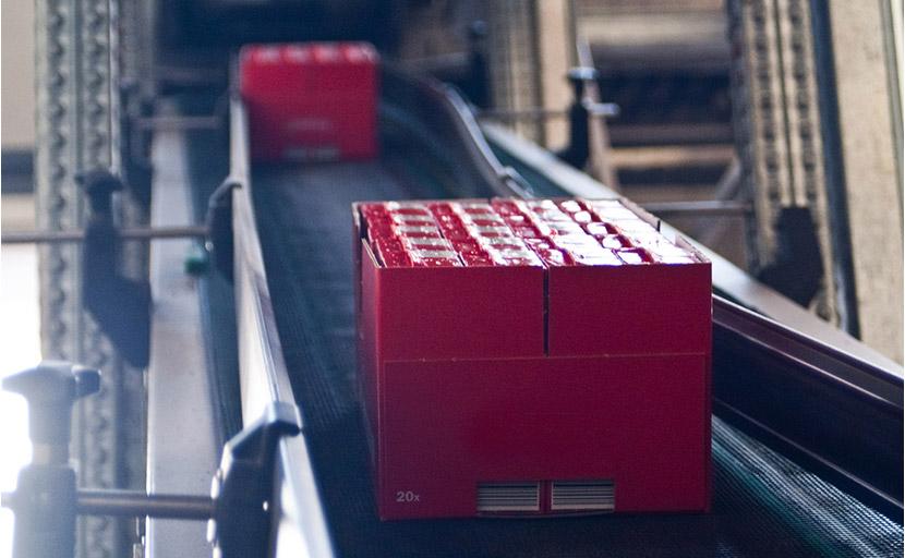 Nastro trasportatore dei prodotti finiti, prima della pallettizzazione dello stabilimento Antonio Petti fu Pasquale S.p.A.