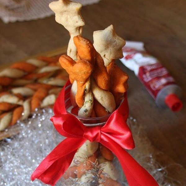 Grissini bicolore con pomodoro e origano: la ricetta | Pomodoro Petti
