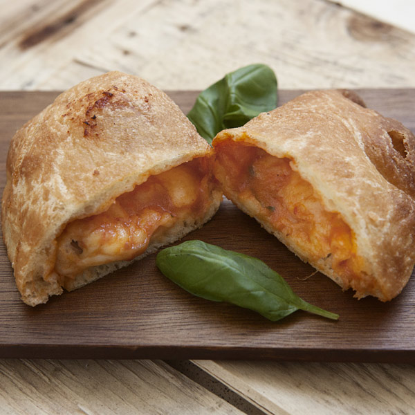 Calzone fritto al pomodoro: la ricetta | Pomodoro Petti