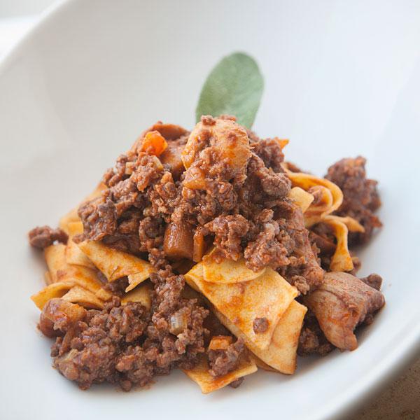 Pappardelle al ragù di cinghiale e funghi porcini: la ricetta | Pomodoro Petti