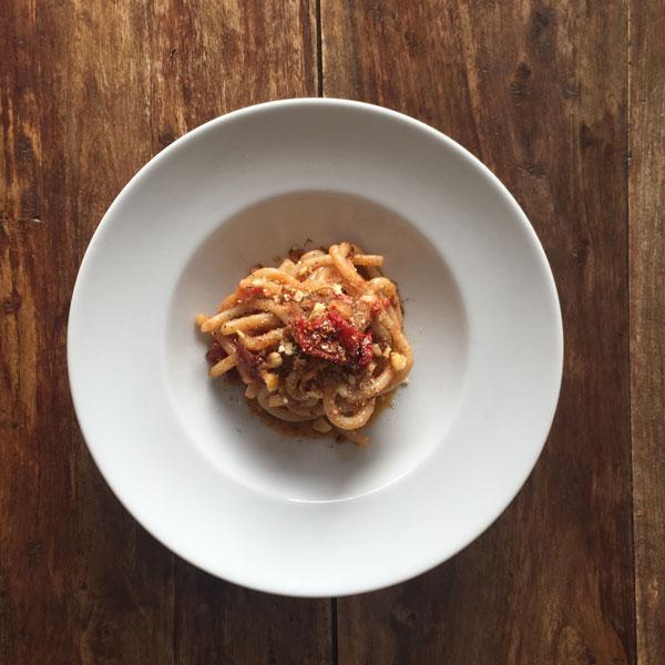 Pici con datterini, acciughe e noci: la ricetta | Pomodoro Petti