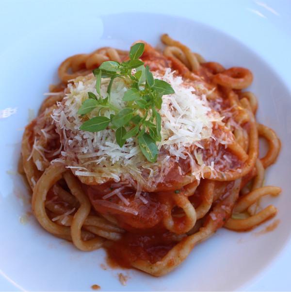 Pici al pomodoro, pepe nero e basilico: la ricetta | Pomodoro Petti