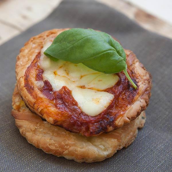 Pizzette di sfoglia: la ricetta | Pomodoro Petti