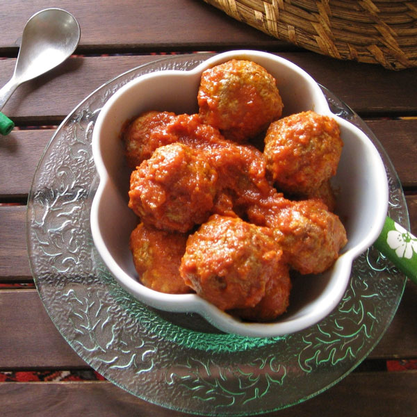 Smoked meatballs with fennel and tomato | Petti Recipes