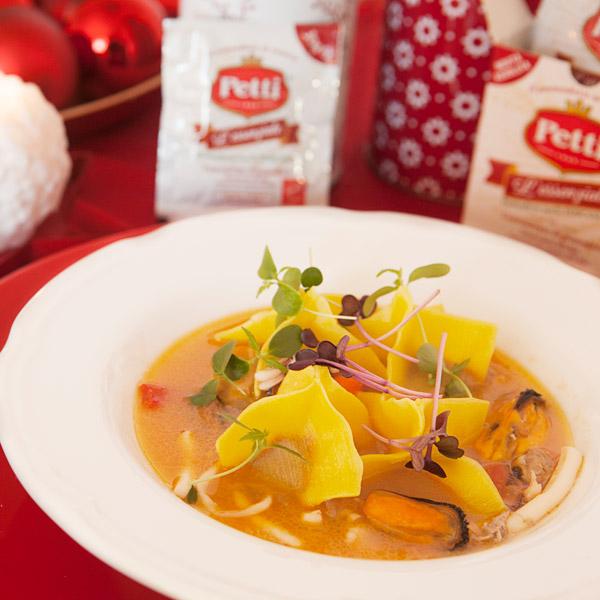 Ravioli ripieni al pomodoro con sughetto di mare: la ricetta | Pomodoro Petti