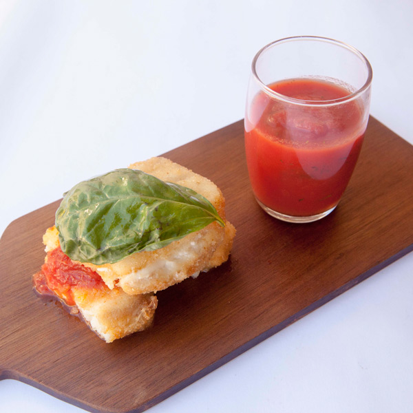 Sandwich di nasello con mozzarella e pomodoro: la ricetta | Pomodoro Petti