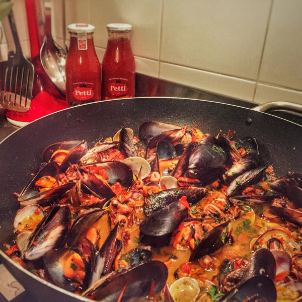 Spaghetti ai frutti di mare: la ricetta | Pomodoro Petti