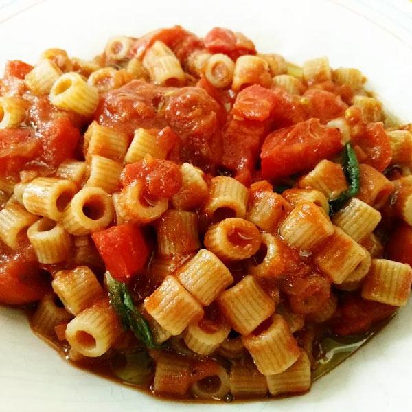 Tubetti integrali al pomodoro e basilico: la ricetta | Pomodoro Petti