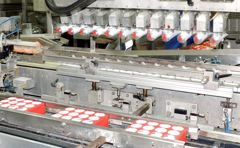 Particolare della macchina intubettatrice automatica per il riempimento e la chiusura ermetica dei tubetti di concentrato e doppio concentrato di pomodoro