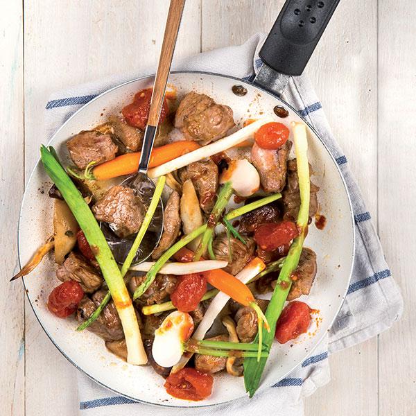 Vitello saltato al wok con verdure e datterini: la ricetta | Pomodoro Petti