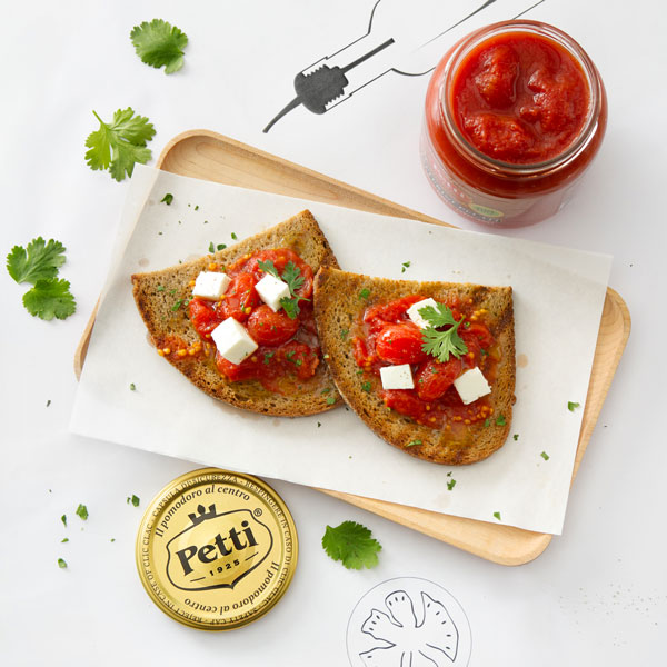 Tomato bruschetta with feta cheese and parsley | Petti Tomato - Petti Recipes