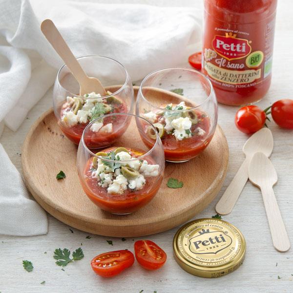 Pomodoro, feta, olive e coriandolo in bicchiere | Pomodoro Petti