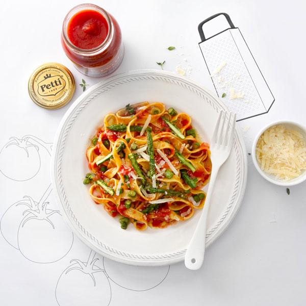 Tagliatelle de tomates Petti ricotta et asperges