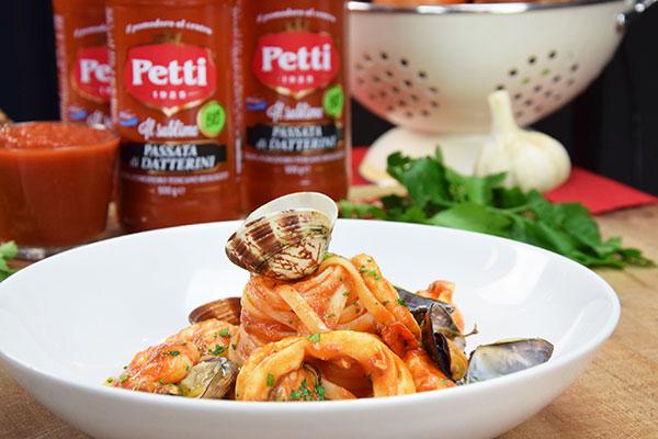 Linguine allo scoglio - il Pomodoro Petti Chef in camicia